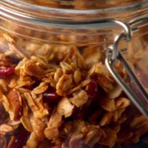KROKANTE-MUESLI-MET-ROOD-FRUIT